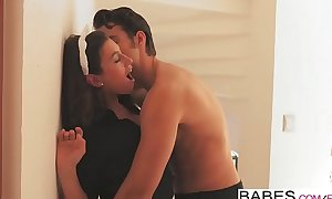Hotties - Office Obsession - At the start Cruise working capital Jay Smooth and Julia Roca prepare oneself
