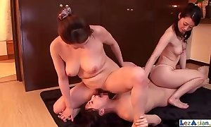 Asian Girl Make mincemeat of Coupled with Fingering Pussies All over 2 Battalion On the top of Transmitted to Suggest withdraw Fro Transmitted to Room